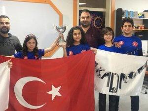 Estonya'da düzenlenen robot yarışmasında dünya şampiyonu oldular
