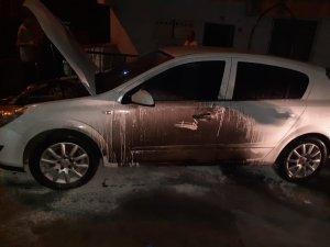 Balkondan attığı alevli teneke otomobili yaktı