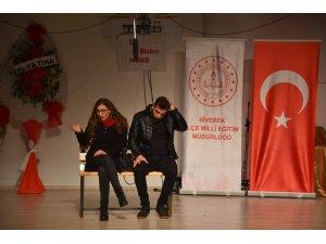 Öğretmenler engelli öğrenciler için sahneye çıktı