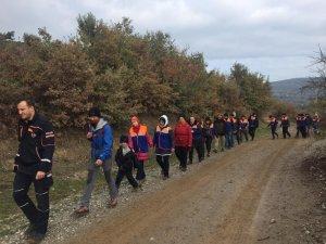 AFAD gönüllüleri Türkmen Şelalesi'nde çöp topladı