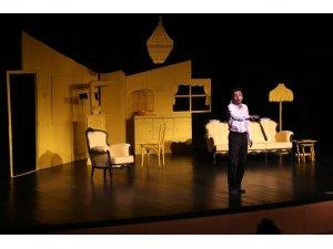 'İkinci Dereceden İşsizlik Yanığı' oyunu Ankara'da sahnelendi