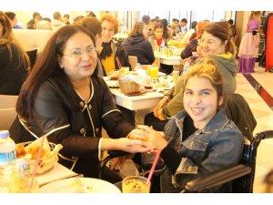 Aksu Kaymakamı Ergün, engelli çocuklarla kahvaltıda buluştu