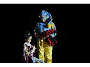 İşitme Engelli çocuklara tiyatro gösterisi
