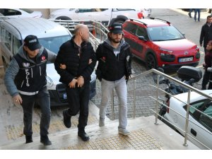 Koçbaşı ile kapıyı kırıp uyuşturucu satıcılarını bastılar