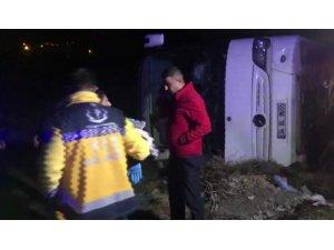 Erzincan-Erzurum Karayolunun Karakaya mevkiinde bir yolcu otobüsü, otomobille çarpıştı ve şarampole yuvarlandı. Kazada 20 kişi yaralandı.