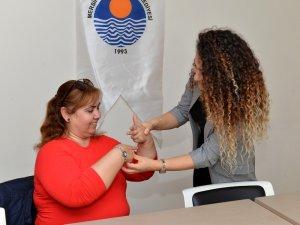 Mersin Büyükşehir, vatandaşlara ücretsiz işaret dili kursu verecek