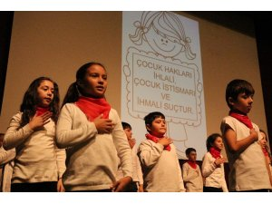 Miniklerden dans ve oratoryo gösterisi