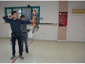 Manisa'da okçuluk kurslarına yoğun ilgi