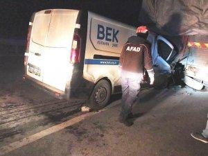 Kütahya'da araçta sıkışan sürücüyü AFAD ekipleri kurtardı