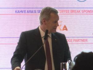 TÜSİAD konferansında çevirmen krizi