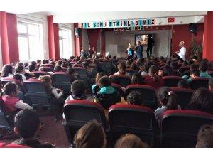 Edremit'teki öğrenciler için film gösterimi ve seminer