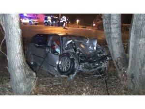 Otomobil 35 metre sürüklenip ağaca çarptı: 1 ölü