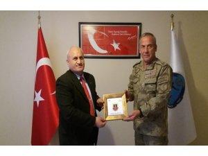 Jandarma Bölge Komutanı Tuğgeneral Semih Okyar,  TSK Mehmetçik Vakfı'nı ziyaret etti
