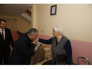 Başkan Büyükkılıç, Huzurevi'ni ziyaret ederek yaşlılarla sohbet etti
