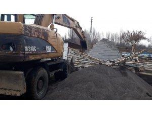 Bingöl'de kaçak yapı ve metruk bina yıkımı
