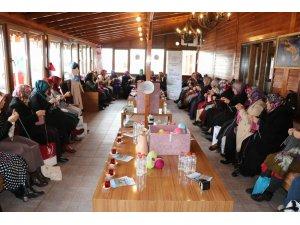 Nevşehir'de kadınlar ihtiyaç sahibi çocuklar için atkı ve bere ördü