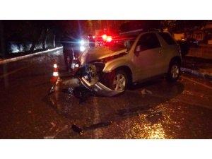 Yoldan çıkan cip ağaca çarptı: 5 yaralı