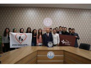 DPÜ'lü öğrenciler, Müdür Başyiğit'e proje ve çalışmaları hakkında bilgi verdiler