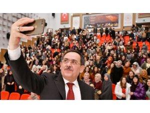"""Başkan Demir'den üniversite öğrencilerine: """"Kendinizi iyi yetiştirin"""""""