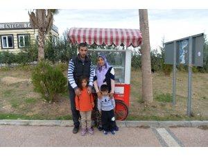Simit arabası çalınan engelliye Büyükşehir Belediyesi el uzattı