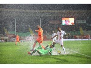 Süper Lig:  Alanyaspor: 0 - Antalyaspor: 0 (İlk yarı)