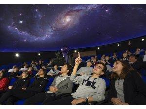 Gezegen evi öğrencileri büyülüyor