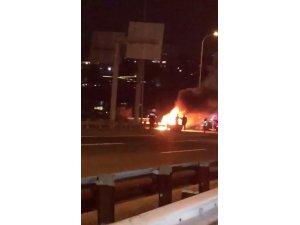 15 Temmuz Şehitler Köprüsü çıkışında araç yangını