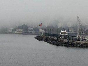Çanakkale Boğazı'nda balıkçı teknesi yolcu feribotuna çarptı