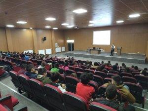 Öğretmen ve öğrencilere seminer