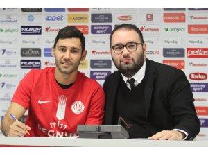 Veysel Sarı, Antalyaspor'a imzayı attı