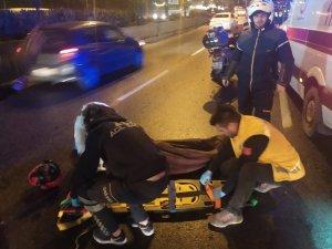 Otomobil motosikletli sürücüye çarptı: 1 yaralı