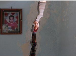 Çocukları ölümün eşiğindeki ailenin evleri yıkılmak üzere