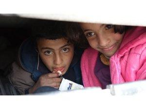 Halep'ten kaçan siviller hayatta kalmaya çalışıyor