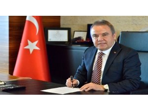 Başkan Böcek'ten Konyaaltı sahiline ilişkin açıklama