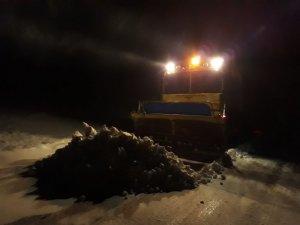 Büyükşehir karla mücadelede mola vermedi