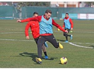 Göztepe'de yeni transfer Kamil Wilzeck ilk antrenmanına çıktı