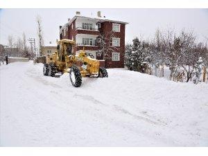 Tuşba Belediyesinden karla mücadele çalışması