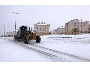 Erciş'te kar küreme çalışması
