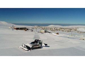 Hayatı durma noktasına getiren kar, kayak severleri sevindirdi