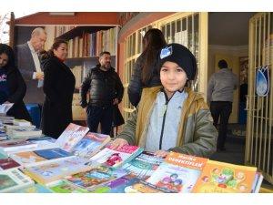 Yunusemreli sporcular 500 kitap bağışladı