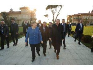 """Cumhurbaşkanı Erdoğan: """"Berlin sürecine gelen ülkelerin bu adama artık yüz vermemesi lazım"""""""