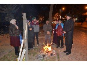 Malatya halkı geceyi sokakta geçiriyor