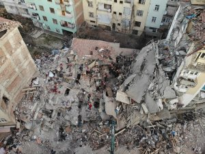 Elazığ'da Mustafa Paşa Mahallesi'nde çöken binada çalışmalar sürüyor