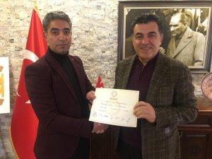 Yeni meclis üyesi Tahsin Bulut mazbatasını aldı