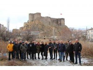 Atlı milis kuvvetleri Türk bayrağı ile davul zurna eşliğinde tur attı
