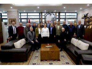Mahalle muhtarları Başkan Kurt'u ziyaret etti