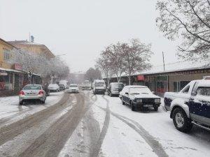 Arguvan'da kar yağışı