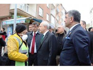 Kılıçdaroğlu, 14 kişinin hayatını kaybettiği enkaz alanında inceleme yaptı