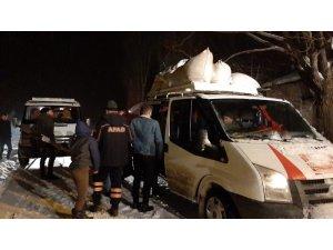 Kar ve tipide mahsur kalan 24 kişi kurtarıldı