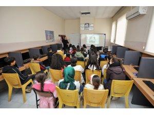Öğrencilerden motivasyon seminerine yoğun ilgi